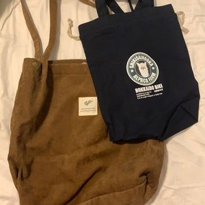 2 tote bags